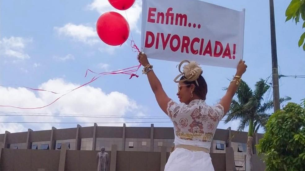 Empresária celebra divórcio em fórum de São Luís e viraliza nas redes sociais — Foto: Amanda Borges
