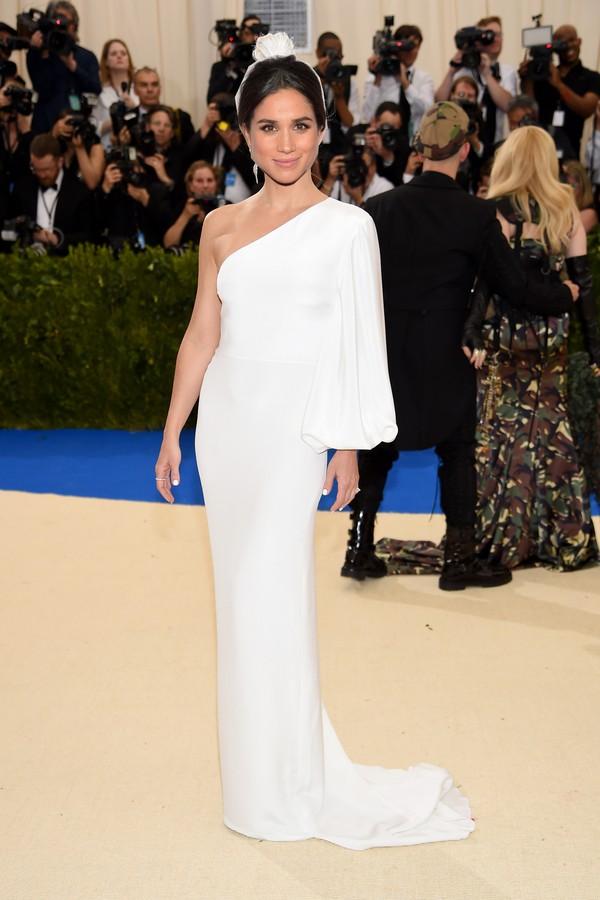 O look usado por Kate Hudson no último baile do Met (foto) é by Stella McCartney  (Foto: Getty Images)