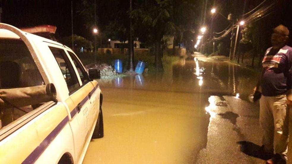 Chuva alaga ruas de Itaocara (Foto: Defesa Civil)