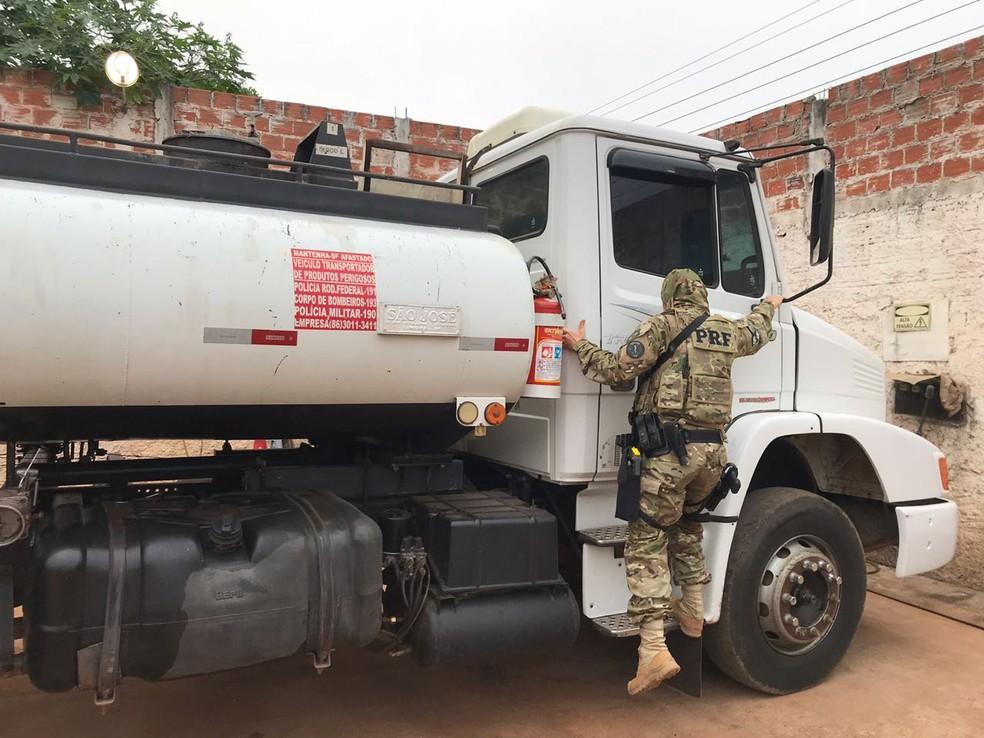 PRF fiscalizou locais suspeitos de adulteração de combustíveis. (Foto: Divulgação/PRF)