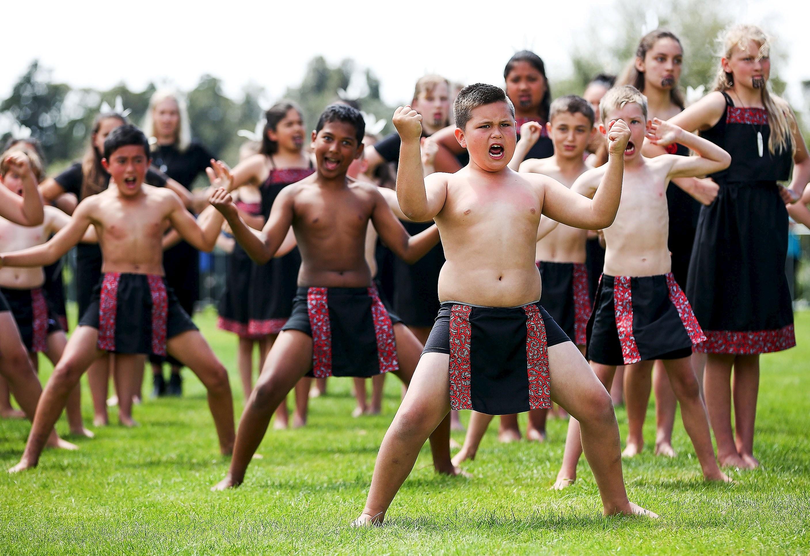 Manifestantes dançam haka em ato contra o racismo na Nova Zelândia; veja VÍDEO