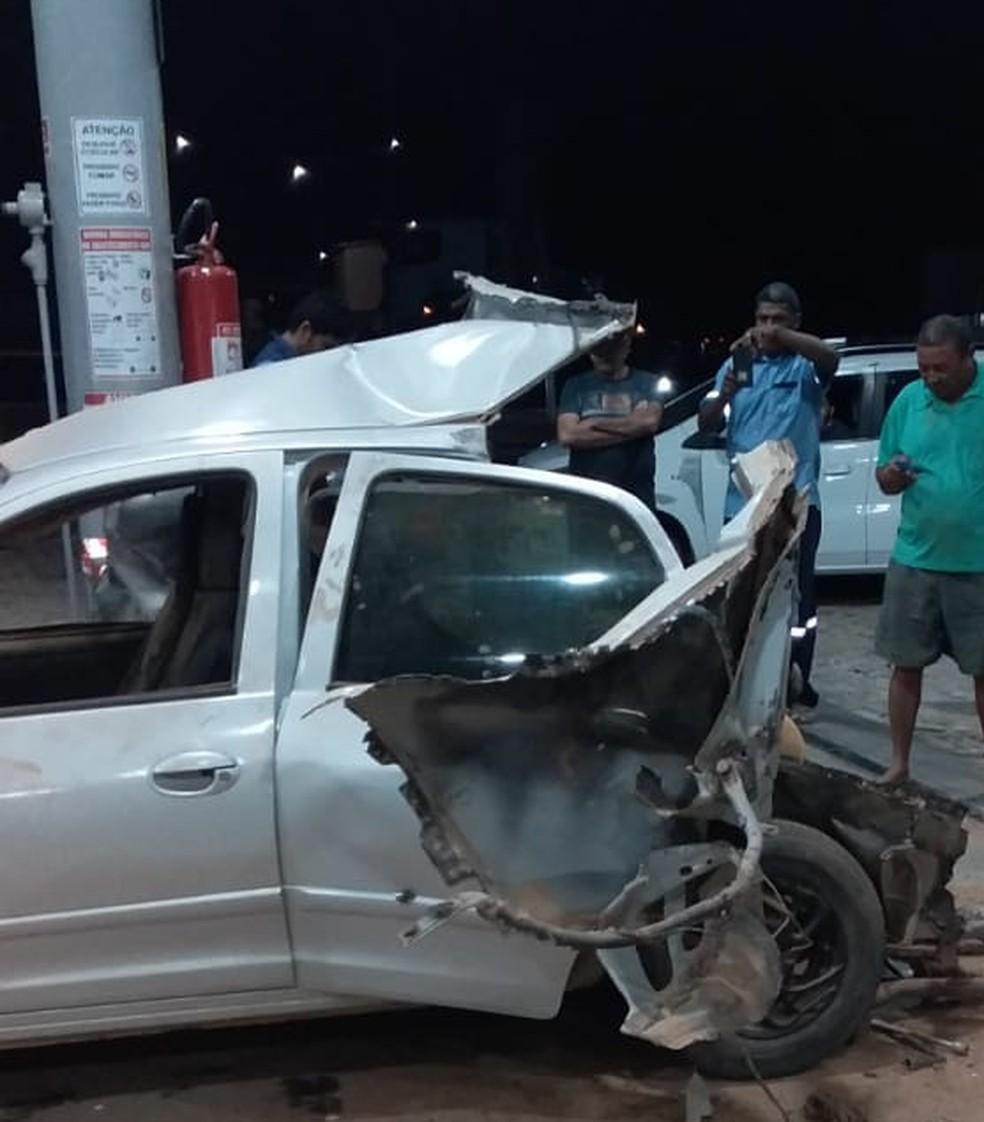 Carro ficou destruído após explosão em Assu, interior do RN — Foto: Redes Sociais
