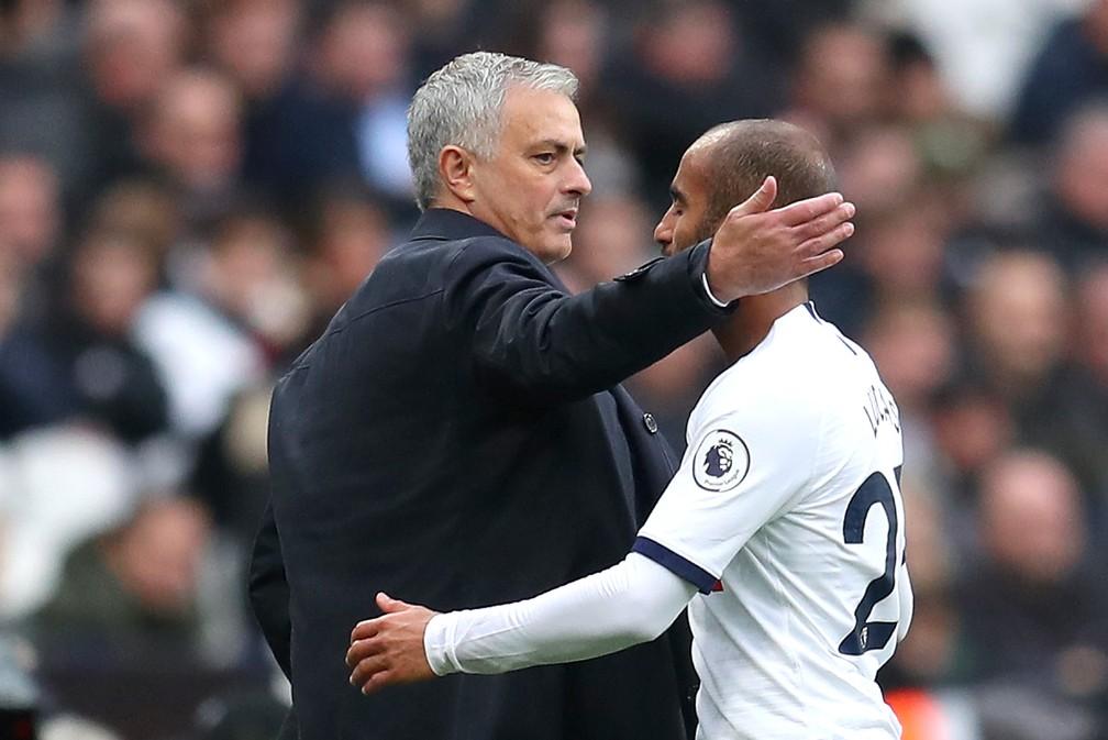 José Mourinho e Lucas Moura na estreia do técnico pelo Tottenham — Foto: Catherine Ivill/Getty Images