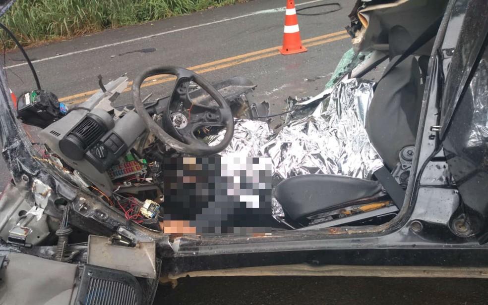Batida entre carro e ônibus deixa morto e feridos na Bahia  — Foto: Redes Sociais
