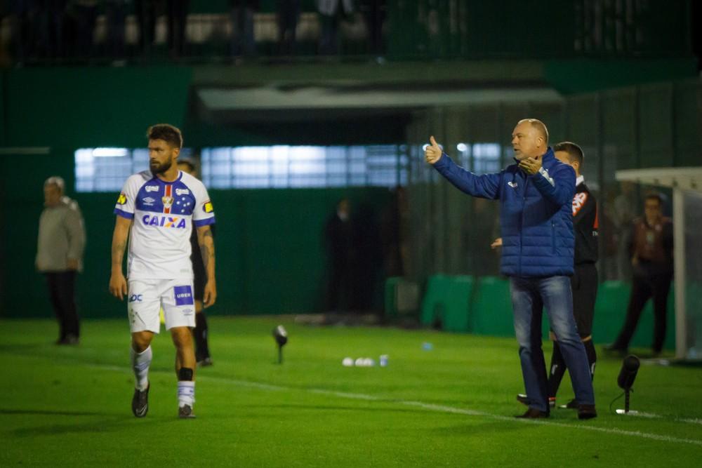 Erros e mais erros e Cruzeiro não fica satisfeito com arbitragem