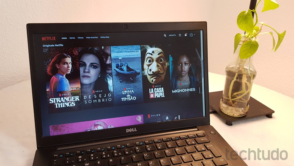 Aprenda a remover a mensagem 'Tem alguém assistindo' da Netflix — Foto: Paulo Alves/TechTudo