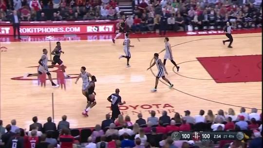 Harden impossível com 61 pontos e cesta sentado. Confira os destaques da NBA