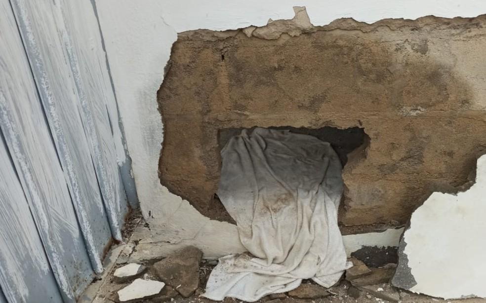 Presos quebraram a parede de um dos módulos e fugiram do presídio de Paulo Afonso — Foto: Sindicato de Agentes Penitenciários