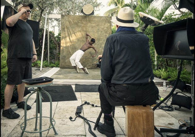 Behind the scenes of the Pirelli Calendar shoot with Calvin Royal III. (Foto: Courtesy Photo)