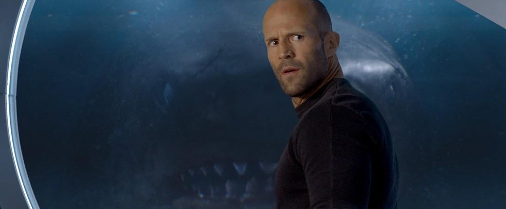 -  Jason Statham no filme   39;Megatubarão  39;  Foto: Divulgação