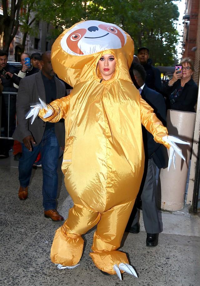 Katy Perry se vestiu de bicho-preguiça (Foto: Grosby Group)