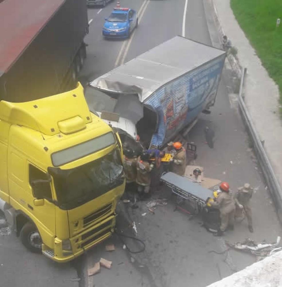 Carreta e caminhão bateram no bairro Três Poços — Foto: Reprodução/Redes sociais
