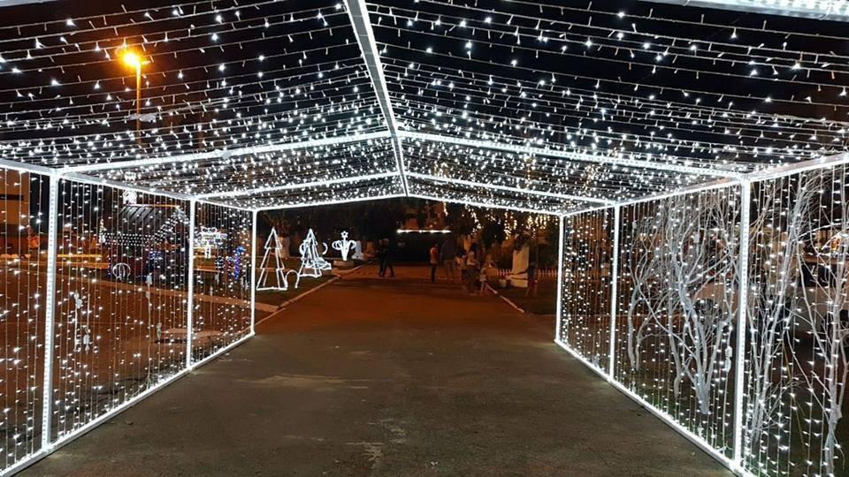População se une para realizar projeto 'Natal de Luz' em Rolim de Moura, RO