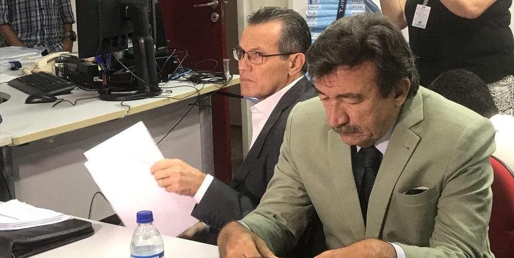 Acompanhado de seu advogado, Silval Barbosa confirmou ter liderado organização criminosa no estado (Foto: Lislaine dos Anjos/G1)