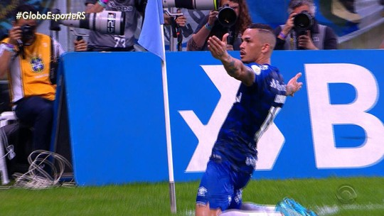 À espera de carro novo, Luciano curte boa fase no Grêmio com média de gols superior a Everton