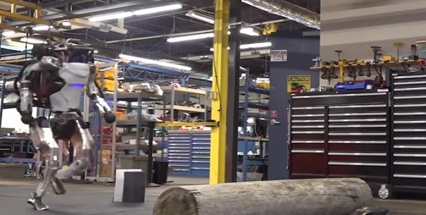 Robô da Boston Dynamics fazendo parkour  (Foto: Reprodução YouTube)