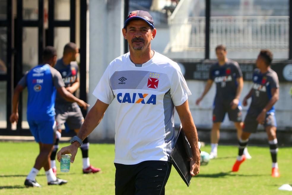 Valdir Bigode comandará o Vasco no clássico contra o Fluminense (Foto: Paulo Fernandes / Vasco)