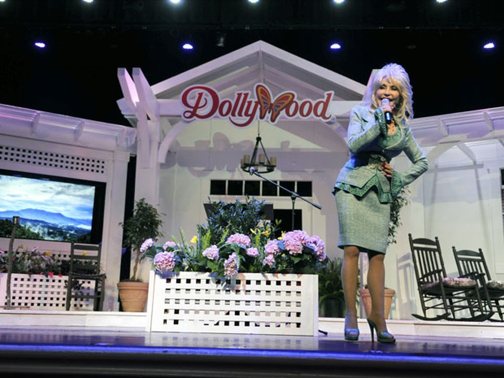 A cantora country Dolly Parton em seu parque temático, Dollywood (Foto: Amy Smotherman Burgess / Knoxville News Sentinel / via AP Photo)