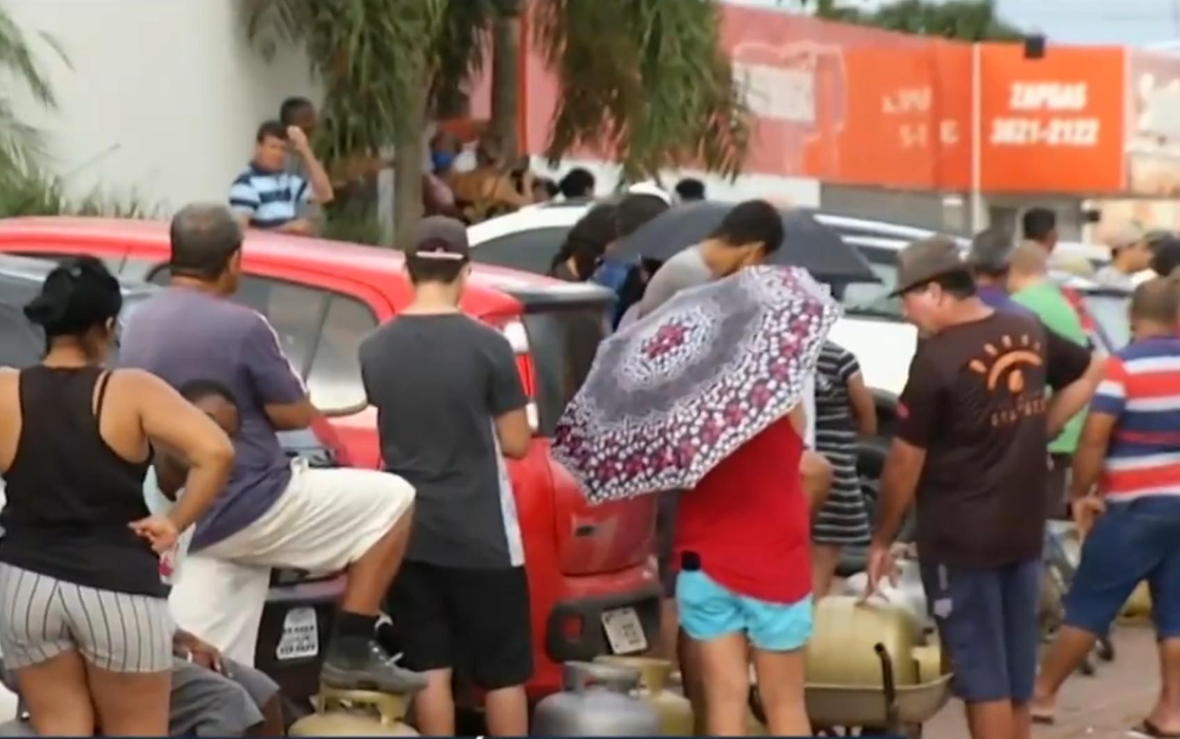 Moradores reclamam de falta de gás de cozinha em Luziânia e Valparaíso de Goiás
