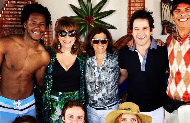 O elenco de 'Geração Brasil' com a diretora Denise Saraceni. Eles gravaram as últimas cenas da novela que termina nesta sexta-feira (Foto: Reprodução)