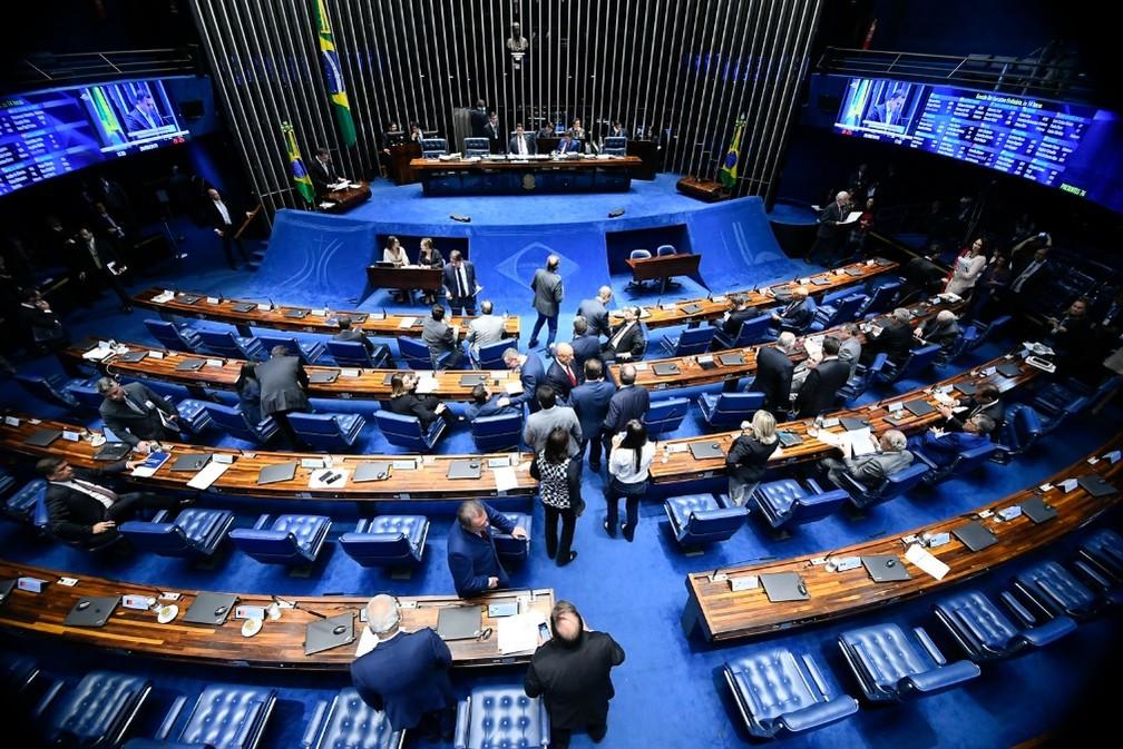 Senadores reunidos no plenário durante a votação do pacote anticorrupção, nesta quarta-feira (26) — Foto: Marcos Oliveira/Agência Senado