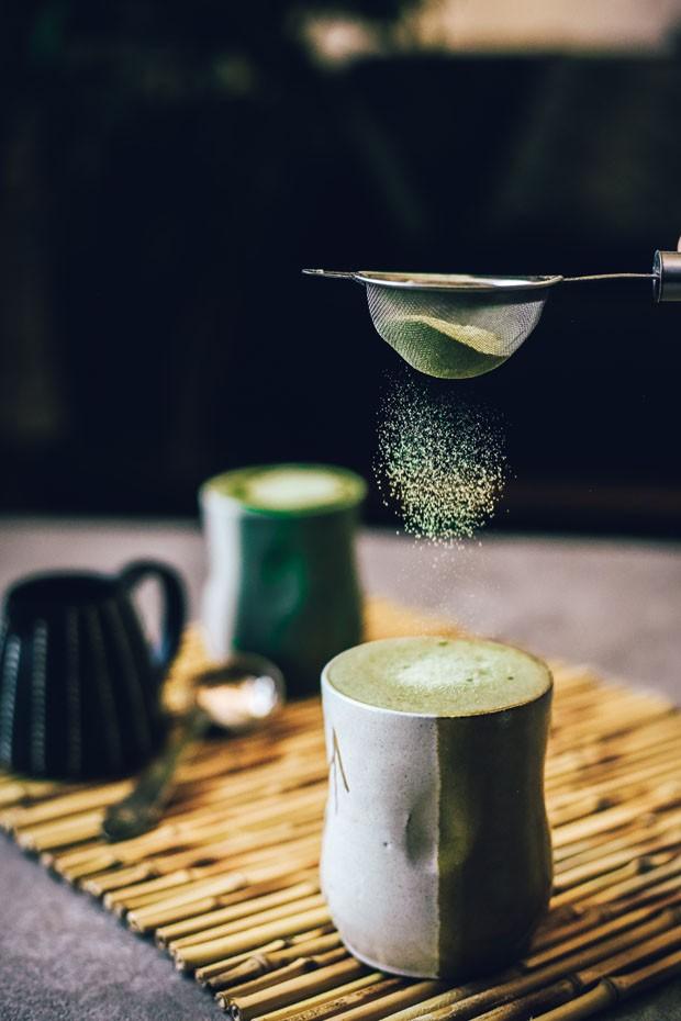 Matchá latte com especiarias: aprenda  receita com o chá verde da vez (Foto: Simplesmente)