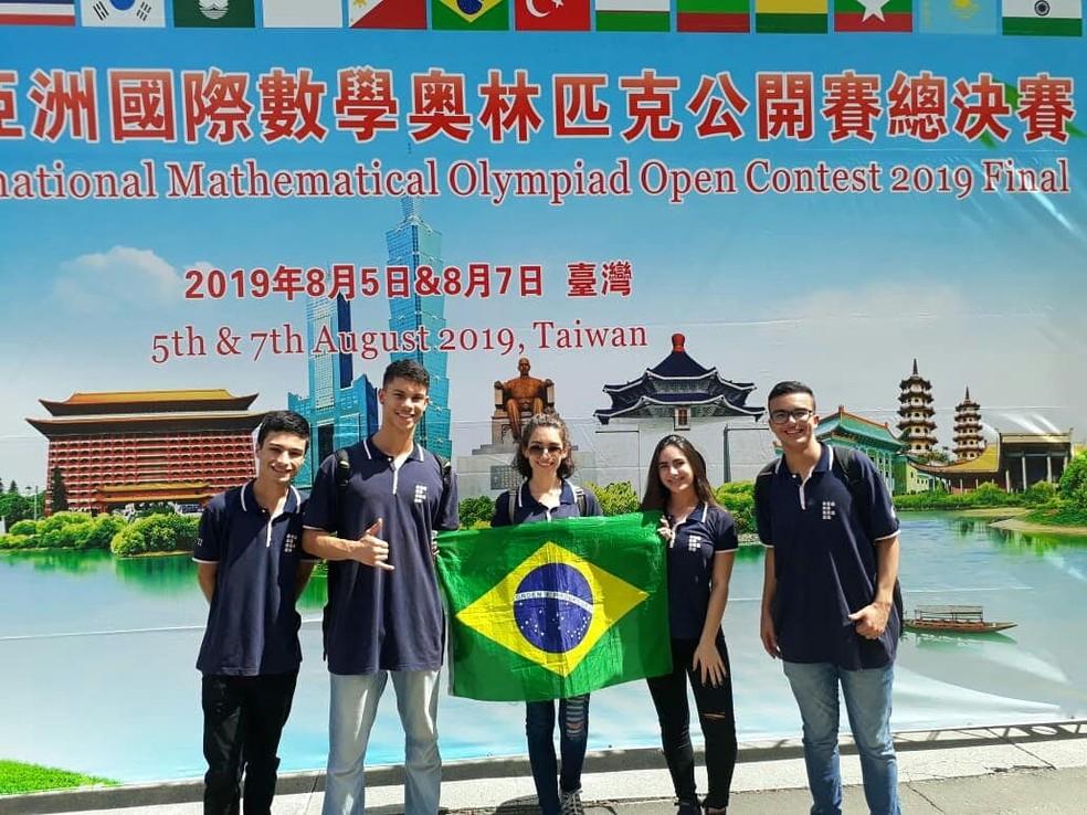Alunos do Campus Alegre, medalhistas em competições internacionais de matemática — Foto: Divulgação/Ifes