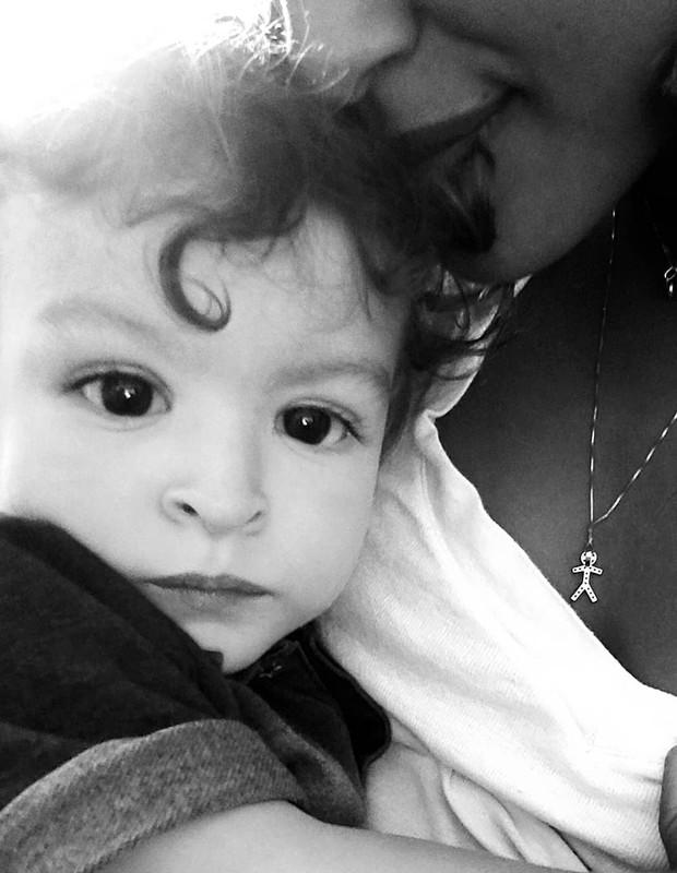 Sheron Menezzes com filho (Foto: Reprodução)