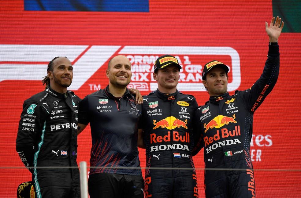 Lewis Hamilton, Max Verstappen e Sergio Pérez no pódio do GP da França  — Foto: Nicolas Tucat - Pool/Getty Images