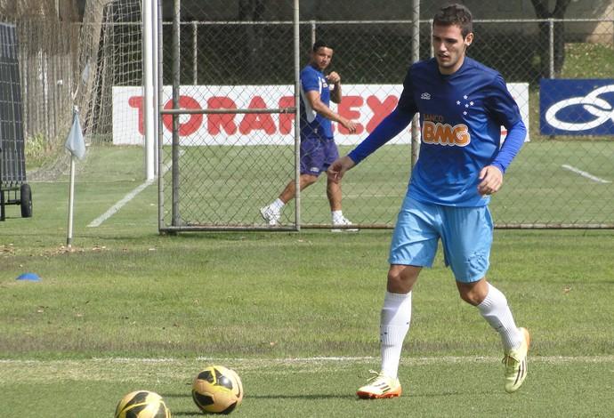 De volta ao Cruzeiro, Léo Bonatini já treina com a base na Toca da Raposa II
