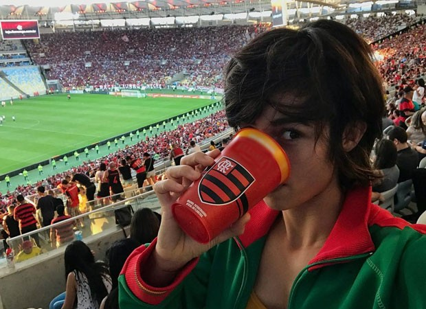 Nada Costa: flamenguista em conflito (Foto: Reprodução Instagram)