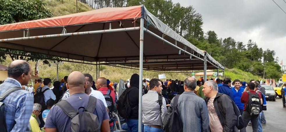 Manifestação ocorre desde as 7h desta sexta-feira (19).  — Foto: Sindpetro / Divulgação