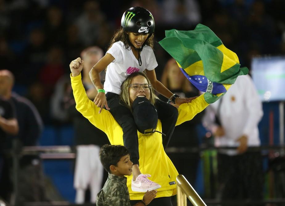 Dobradinha! Pamela conquista título mundial de skate street em SP com Rayssa em segundo