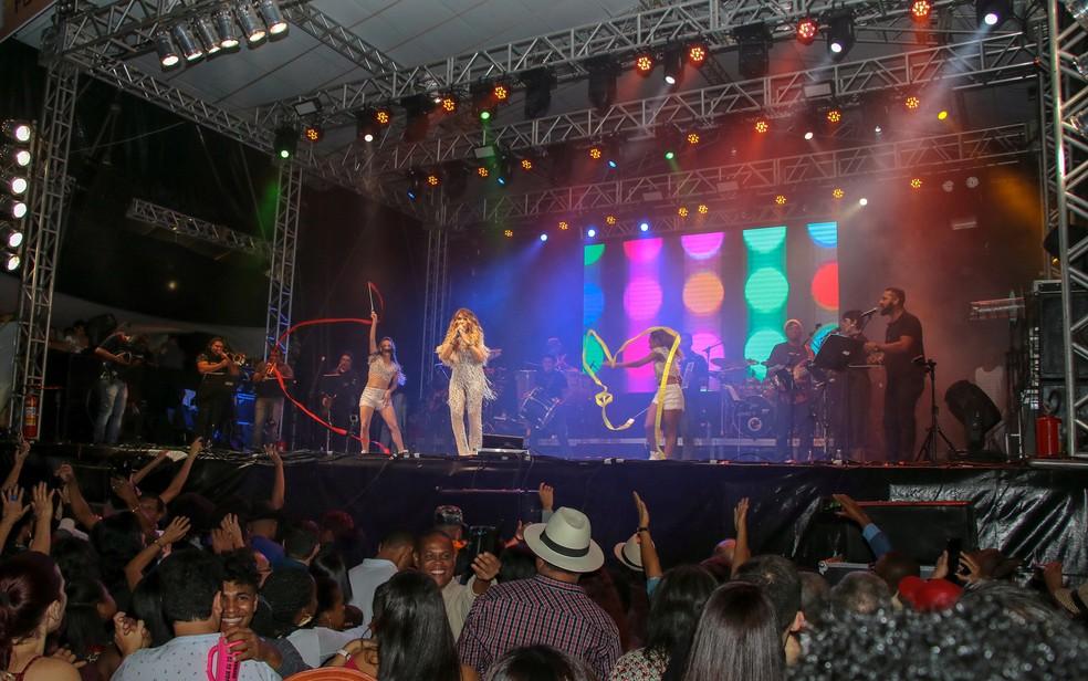 Show de Elba Ramalho durante o São João em Cruz da Almas, na Bahia, antes da pandemia da Covid-19 — Foto: Paulo Galvão Filho/Divulgação