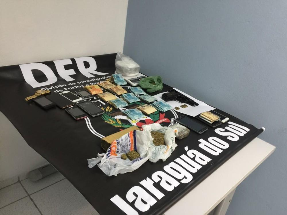 Advogado e mais seis pessoas são presas suspeitas de envolvimento com tráfico de drogas em Jaraguá do Sul