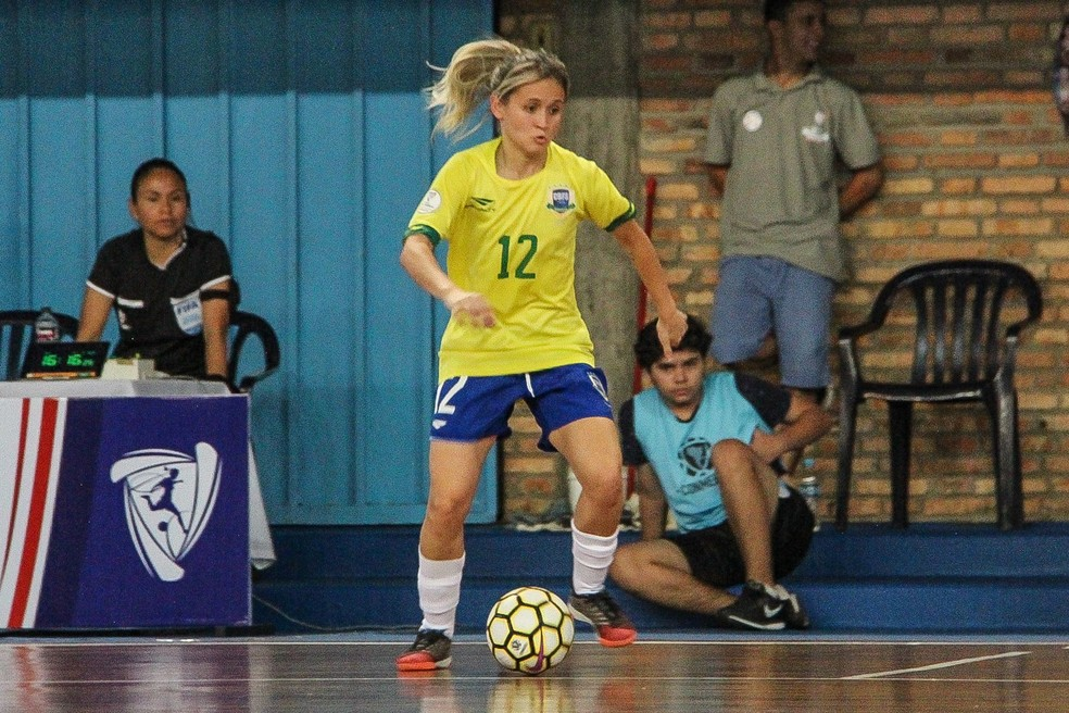 Amandinha em ação na Copa América de Futsal — Foto: Naiara Gresta/CBFS