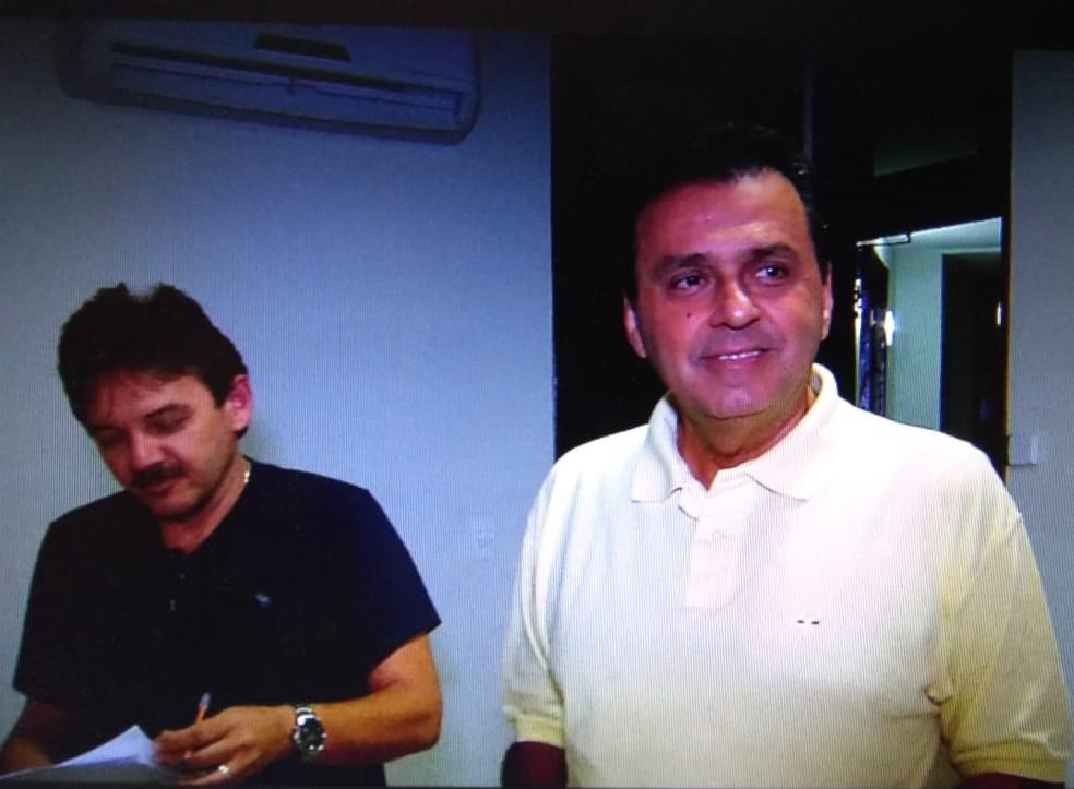 Carlos Eduardo (PDT) gravou programas eleitorais nesta terça (19). — Foto: Reprodução/Inter TV Cabugi