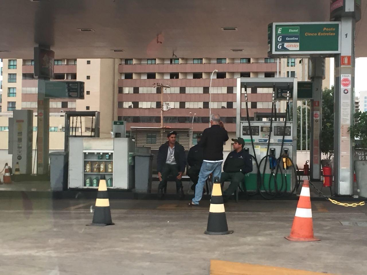 Posto de gasolina na região central de Brasília fechado por falta de combustível