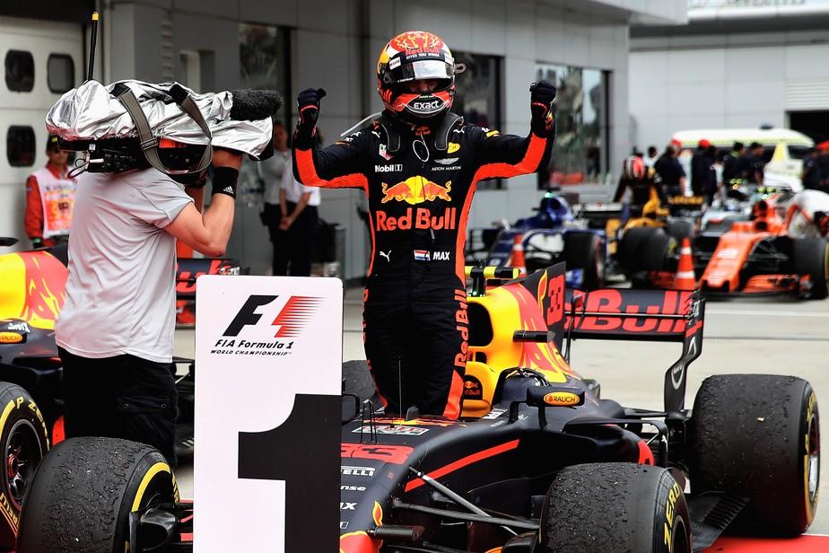 Max vence na Malásia! Vettel sai de último, chega em 4º e bate após bandeirada