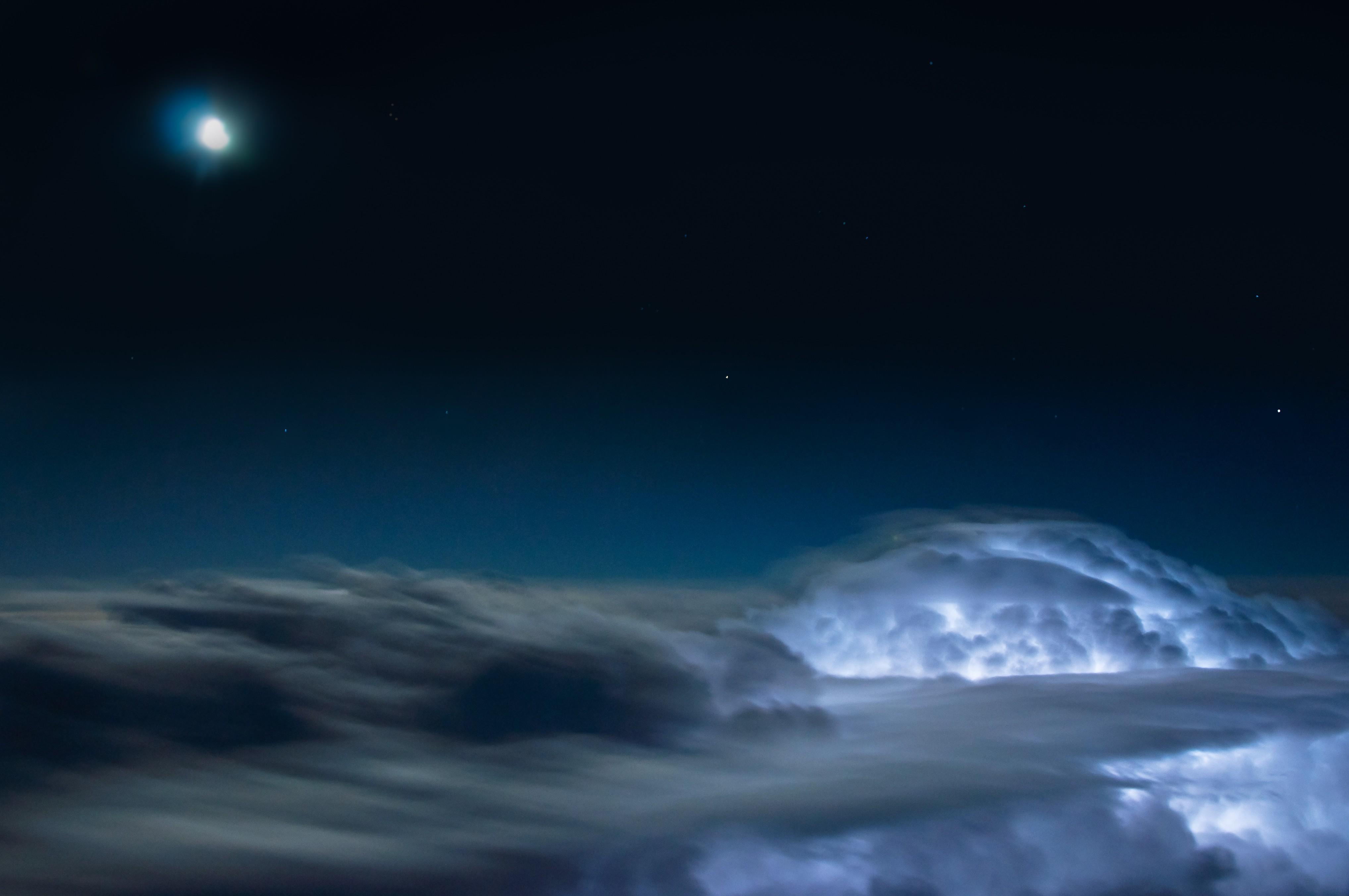 Como é ver um raio acima das nuvens? Inpe cria concurso de fotografia do fenômeno  - Notícias - Plantão Diário