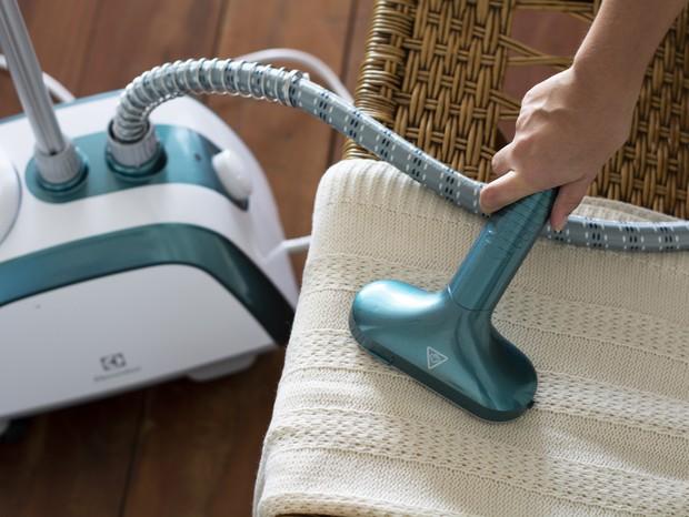 O vaporizador de roupas GST10 desamassa, renova e higieniza os tecidos (Foto: Divulgação)