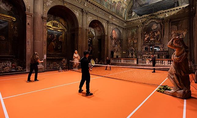 Quadra de tênis interativa é a nova instalação do artista americano Asad Raza
