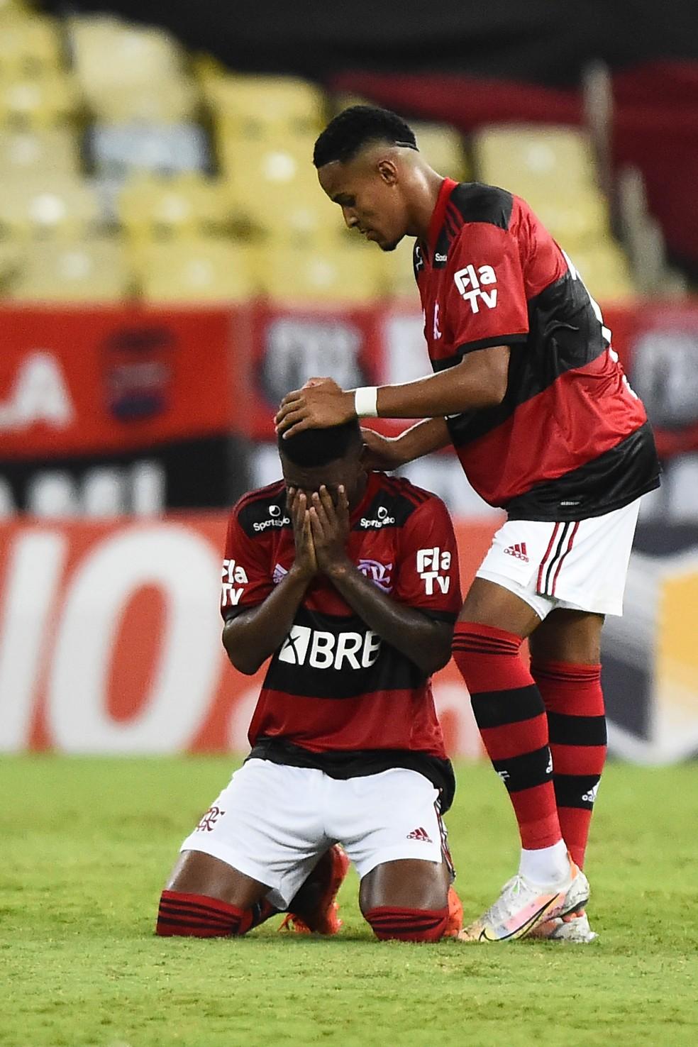 Golaço de Max dá vitória e premia transpiração da garotada do Flamengo
