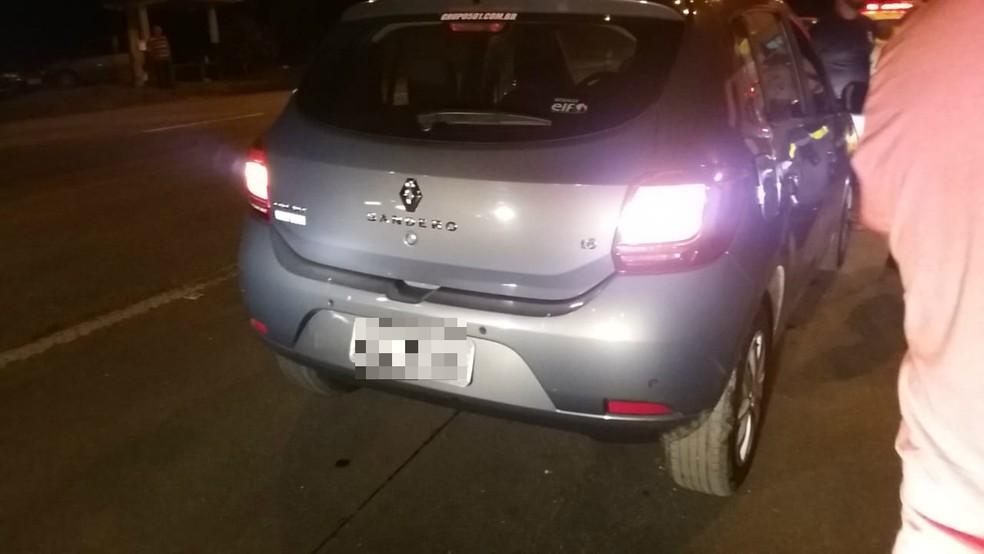 Motorista de aplicativo estava prestes a iniciar nova corrida quando foi baleado — Foto: Divulgação/Guarujá Notícias