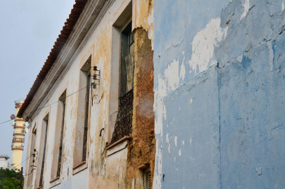 Prefeitura interdita rua após identificar risco e instabilidade em casarão histórico no Centro de Cuiabá — Foto: Davi Valle/Prefeitura de Cuiabá