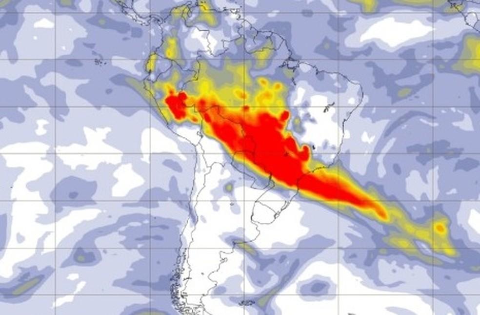 Imagem de satélite mostra alta concentração de aerosol, que demonstra o transporte de fumaça de queimadas pelos ventos que vem da Amazônia e de países como Bolívia e Paraguai. — Foto: Reprodução/Copernicus
