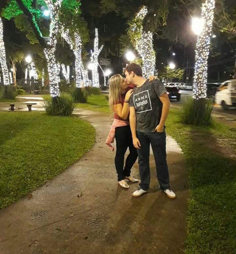 Noivos contam que quando se conheceram, há cinco anos, não pretendiam namorar (Foto: Kelly Braz   Arquivo Pessoal)