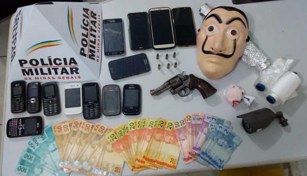 Materiais apreendidos na ação na região de Juiz de Fora — Foto: Polícia Militar/Divulgação