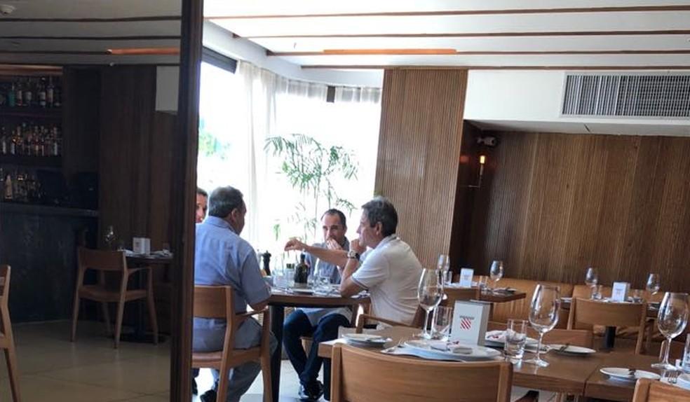 Em novembro, Carpegiani foi visto em almoço com Fred Luz e Rodrigo Caetano  (Foto: Reprodução)