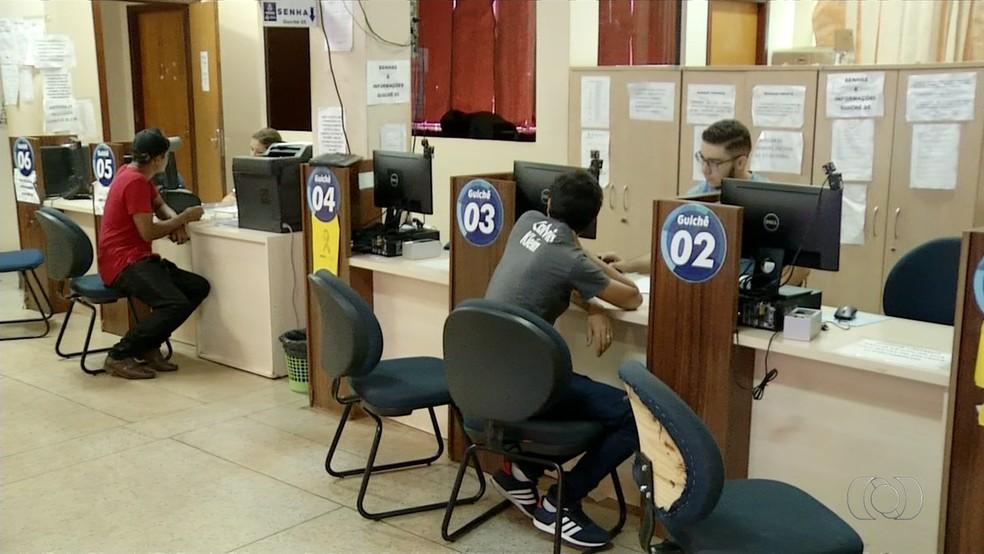 Carteiras de habilitação voltaram a ser emitidas pelo Detran (Foto: Reprodução/TV Anhanguera)